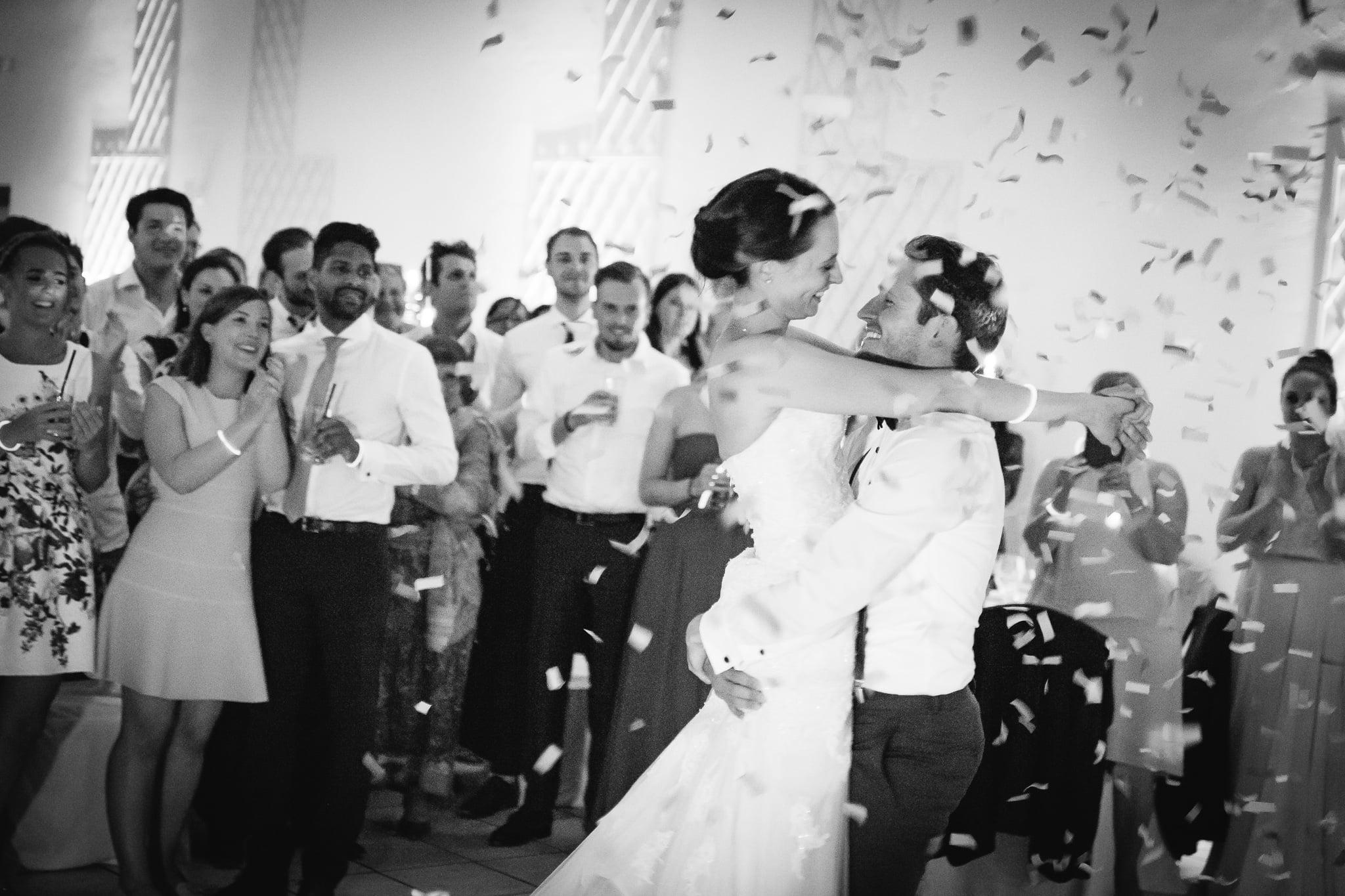 Brautpaar Tanzt im Ballsaal von Orangerie Nellspark Trier